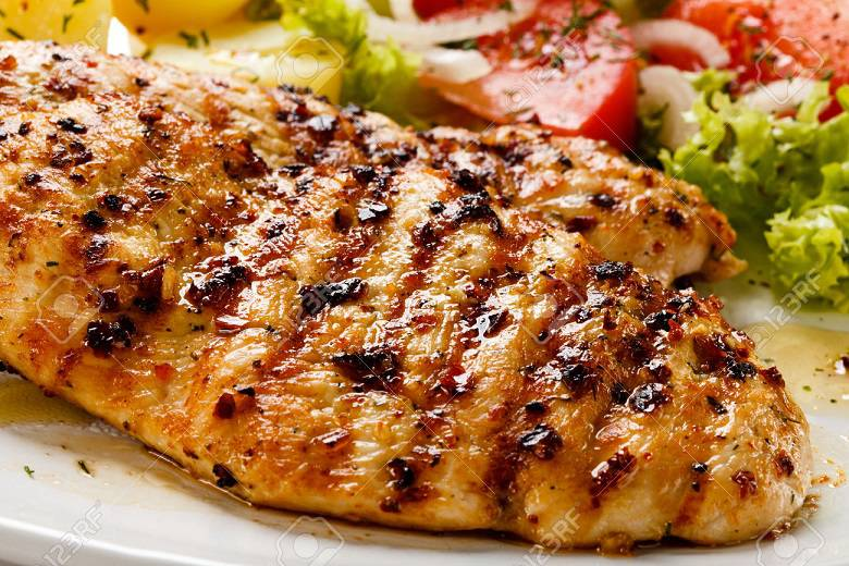 ۲۵۷۹۵۱۵۹-grilled-chicken-breast-and-vegetables-stock-photo