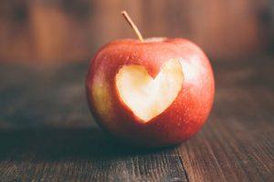 چرا سیب برای قلب خوب است