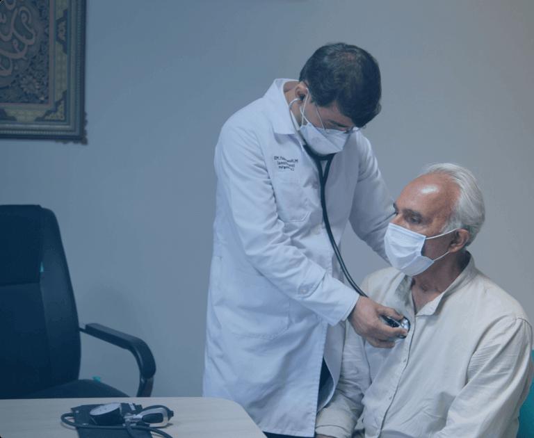 معاینه توسط متخصص قلب