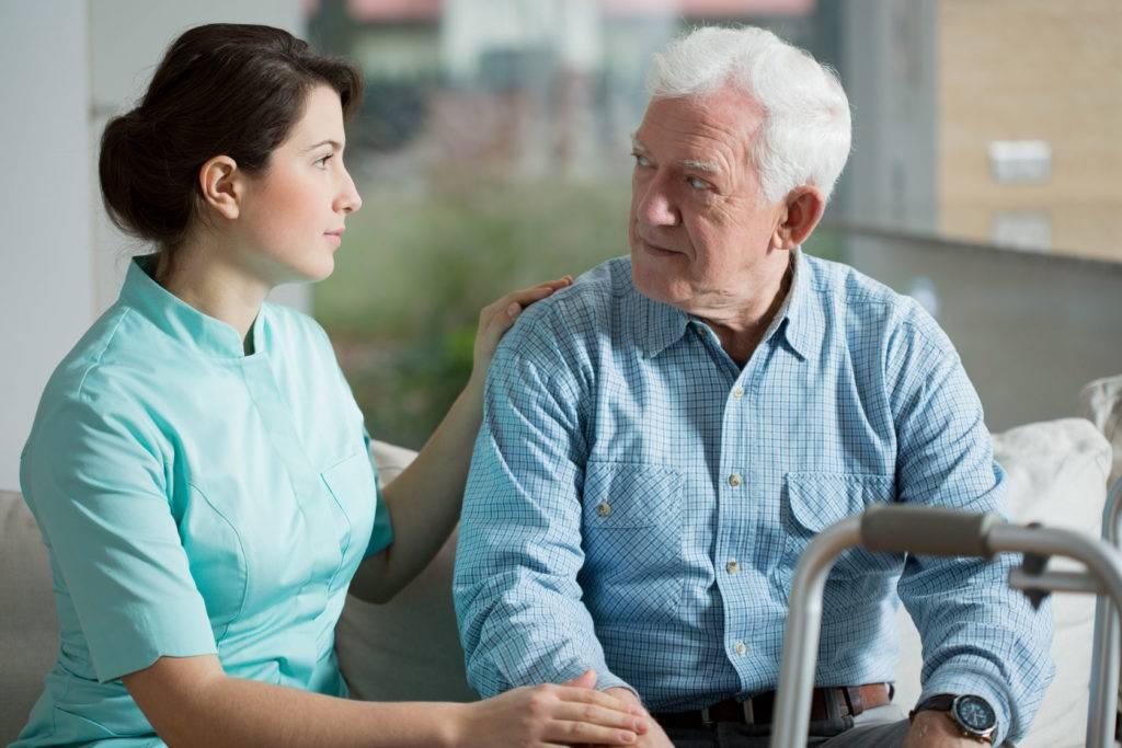 ویزیت سالمندان در منزل