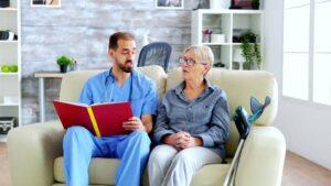 ویزیت سالمندان در منزل چگونه انجام می شود؟